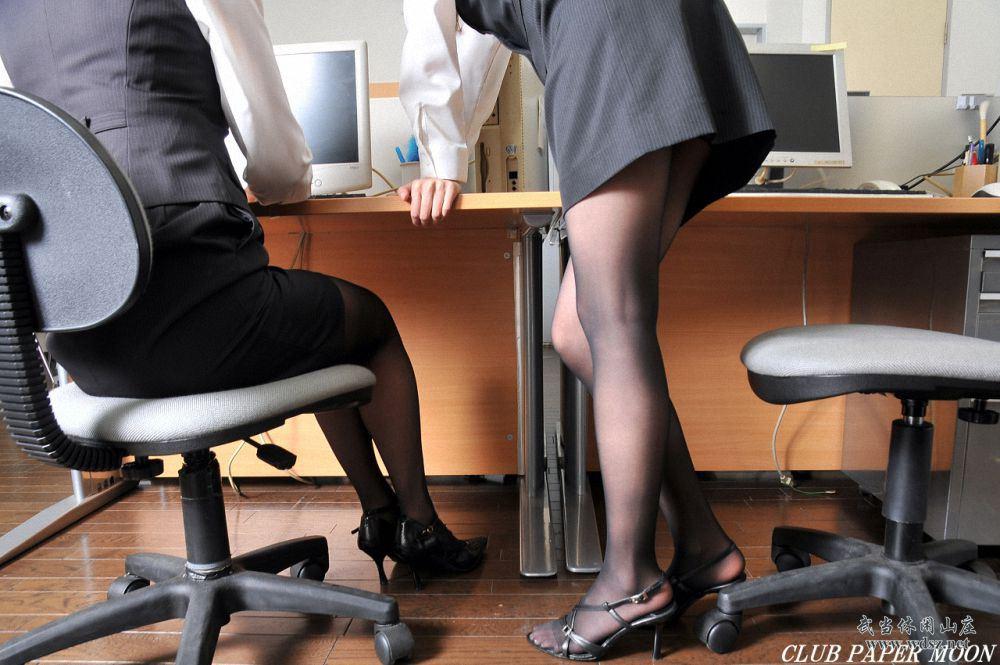 白领制服美女黑丝美腿写真